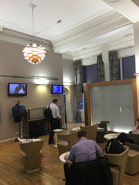 [GWR Paddington lounge modern section]
